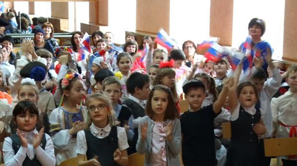 В красносулинской гимназии прошел фестиваль Народов Дона «Дружная семья»